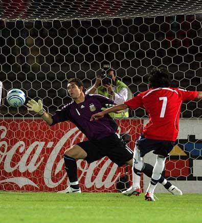 Resultado de imagen para Fabián Orellana gol a argentina